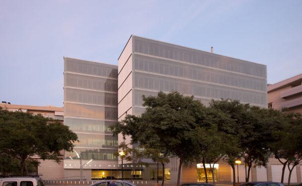 alquiler-oficina-diafana-alicante-277-metros-edificio-marsamar-fachada-noche