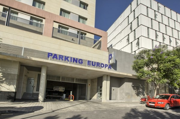 fachada parking hotel nh