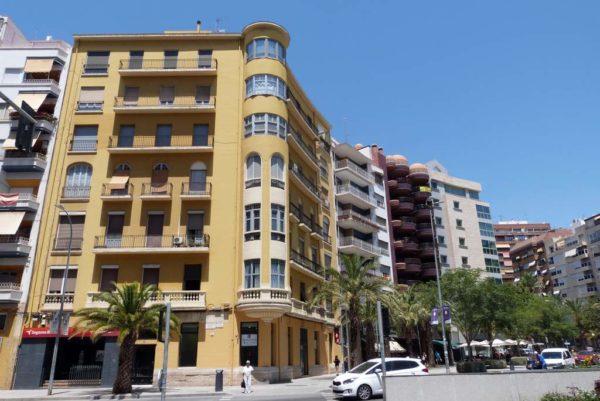 alquiler-local-comercial-plaza-luceros-alicante-entrada-tram