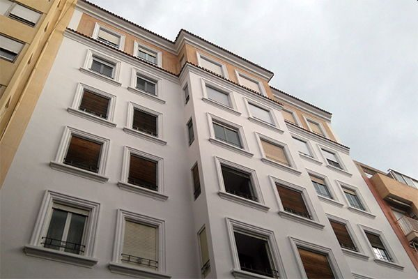 rehabilitacion-edificio-alicante-fachada-pintor-valezquez-mini