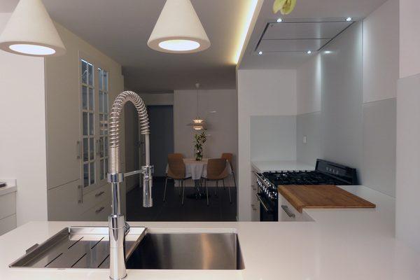 finalizada-reforma-vivienda-centro-alicante-cocina-600x400